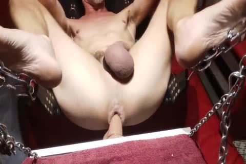 Swinging sextoy In The Sling